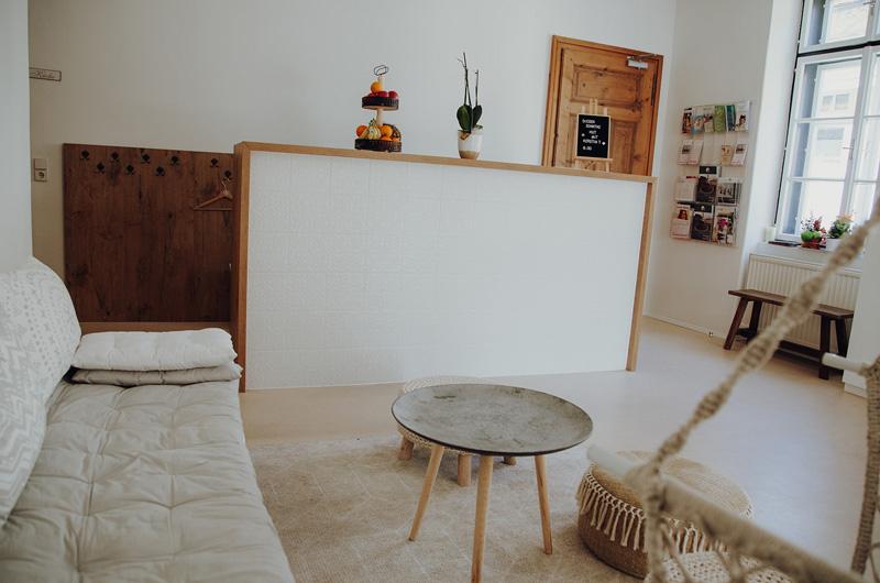 Empfangsbereich und Garderobe im Yoga Superactive Studio in Klagenfurt